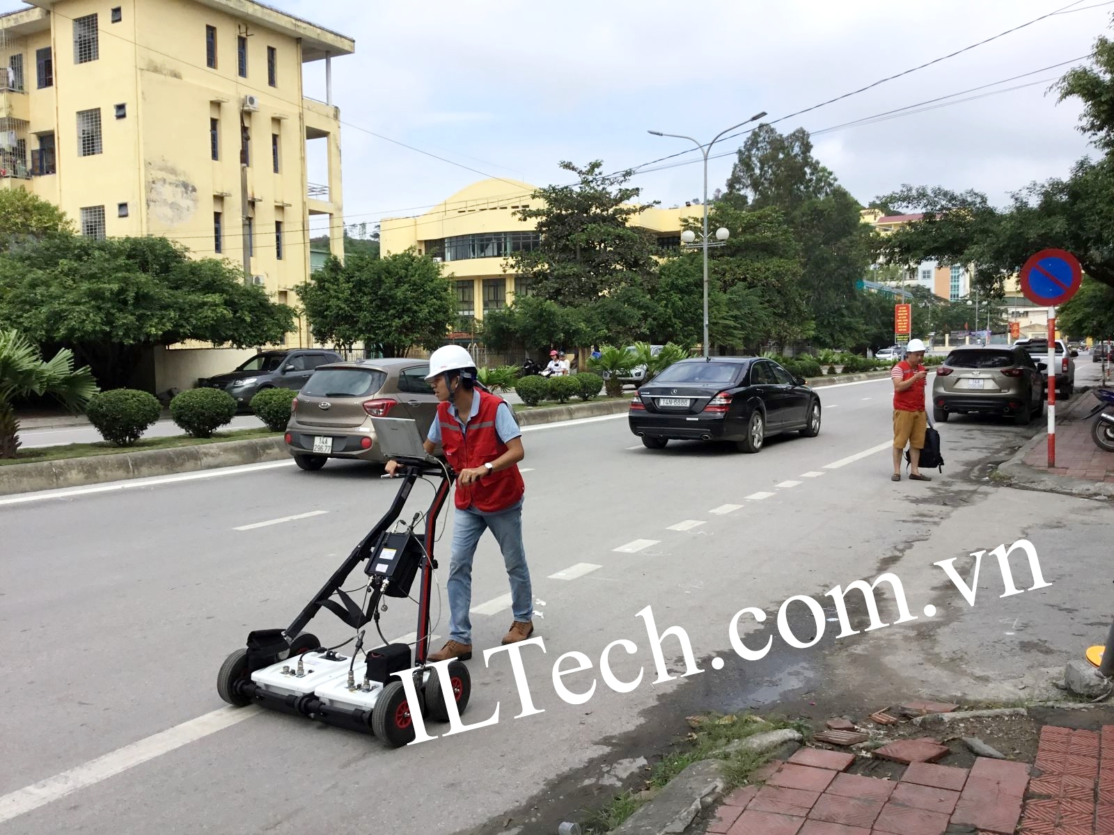 ILTech_GPR%20demonstration%20in%20Ha%20Long%20City-2.jpg